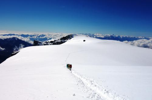 fxtm-organises-corporate-mountain-trip-along-the-swiss-alps-2