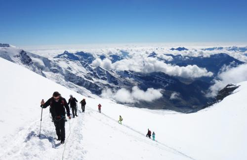 fxtm-organises-corporate-mountain-trip-along-the-swiss-alps-3