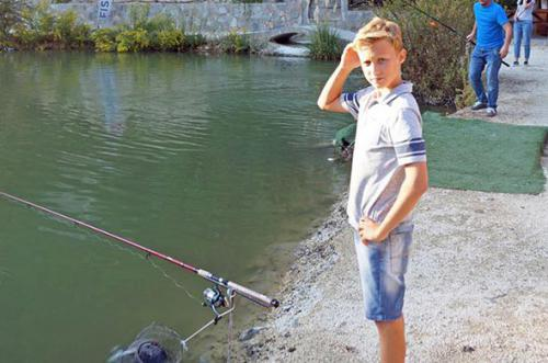 family-fishing-with-fxtm-1